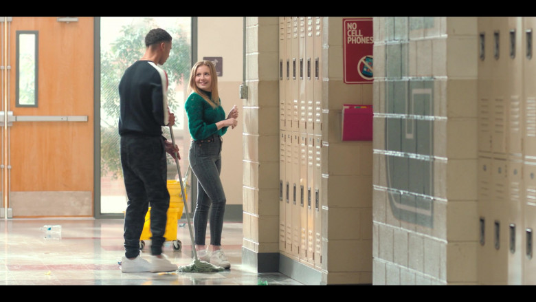 Bebe Wood as Lake Wears Green Knit Sweater and Levis Skinny Jeans Outfit in Love, Victor S01E08 TV Show (1)