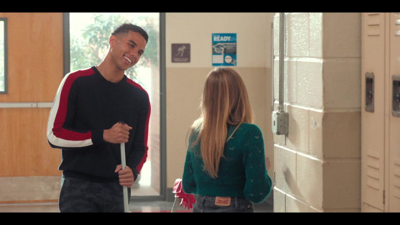 Bebe Wood as Lake Wears Green Knit Sweater and Levis Skinny Jeans Outfit in Love, Victor S01E08 TV Show (2)