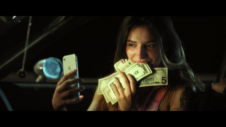Bella Thorne as Arielle Summers Using Apple iPhone Smartphone in Infamous 2020 Movie (4)