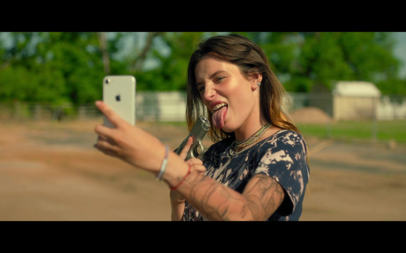 Bella Thorne as Arielle Summers Using Apple iPhone Smartphone in Infamous 2020 Movie (6)