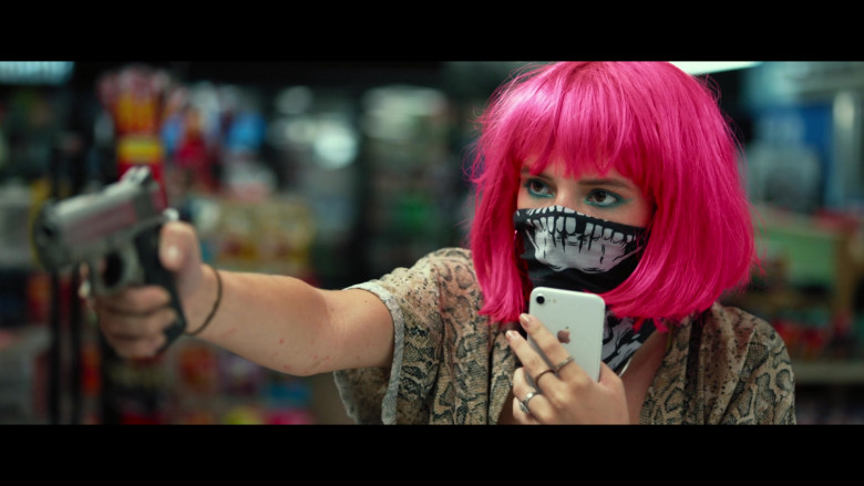 Bella Thorne as Arielle Summers Using Apple iPhone Smartphone in Infamous 2020 Movie (8)