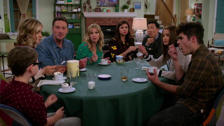 Ben & Jerry's Ice Cream in Alexa & Katie S04E03