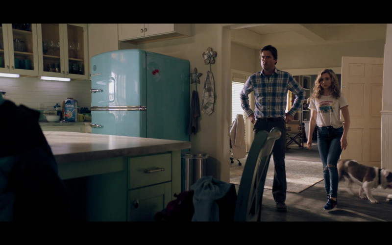 Big Chill Slim Fridge Retro Refrigerator and Cheerios Cereal in Stargirl S01E07