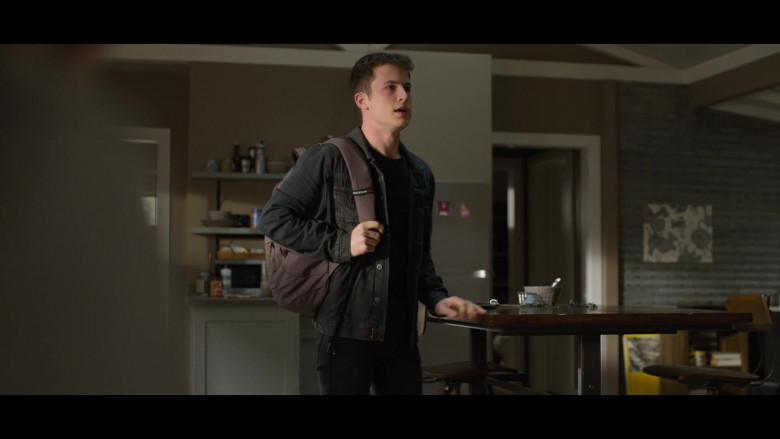 Black Denim Jacket, Jeans Outfit and SwissGear Backpack of Clay Jensen (Dylan Minnette) in 13 Reasons Why S04E09 TV Show