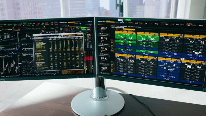 Bloomberg Terminals Used by Damian Lewis as Bobby Axelrod In Billions S05E07 (4)
