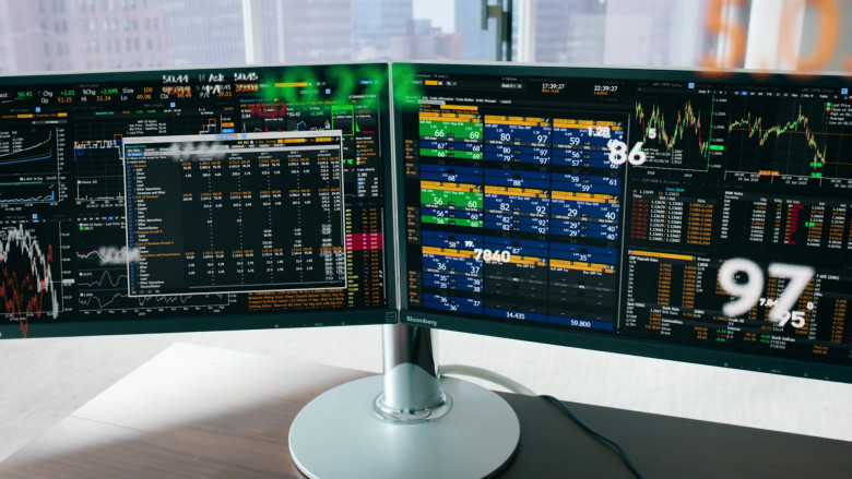 Bloomberg Terminals Used by Damian Lewis as Bobby Axelrod In Billions S05E07 (5)