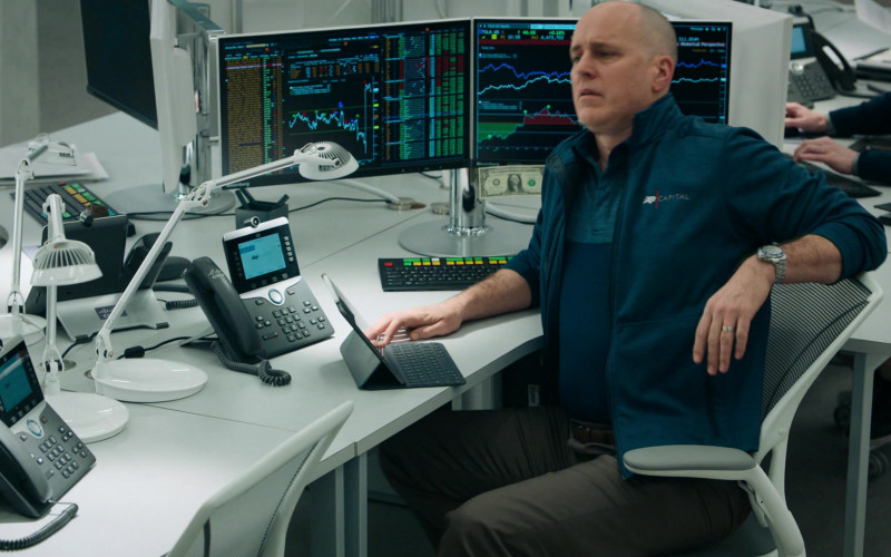 Bloomberg Terminals and Cisco Phone Used by Kelly AuCoin as Dollar Bill Stearn in Billions S05E06 (1)