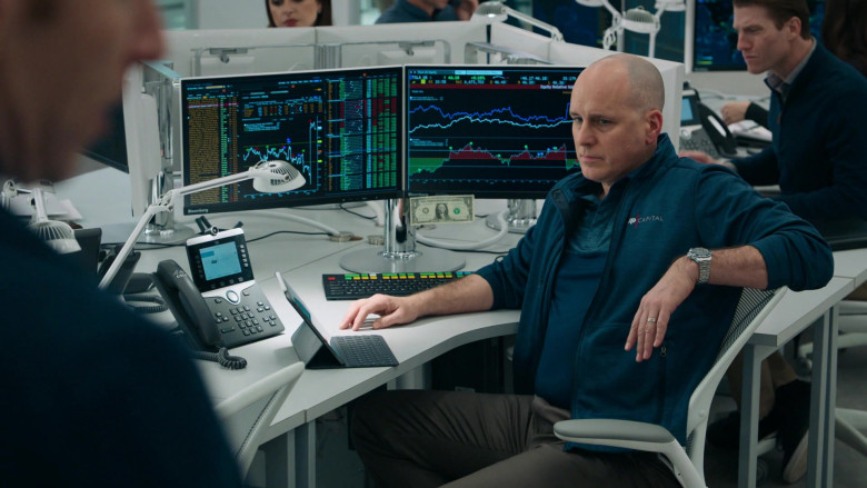 Bloomberg Terminals and Cisco Phone Used by Kelly AuCoin as Dollar Bill Stearn in Billions S05E06 (2)