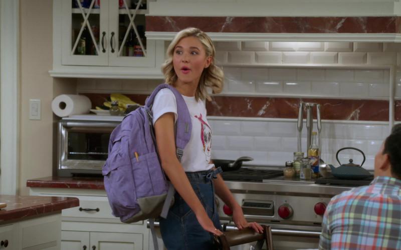 Bondka Grape Backpack of Isabel May in Alexa & Katie S04E01 (1)