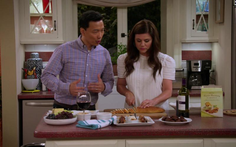 Cameron Hughes Wine and Trader Joe's Raisin Rosemary Crisps in Alexa & Katie S04E07 (1)
