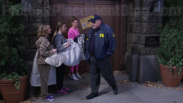 Candace Cameron Bure as D.J. Tanner-Fuller Wearing Vans Old Skool V Rainbow Platform Shoes in Fuller House S05E18 (1)