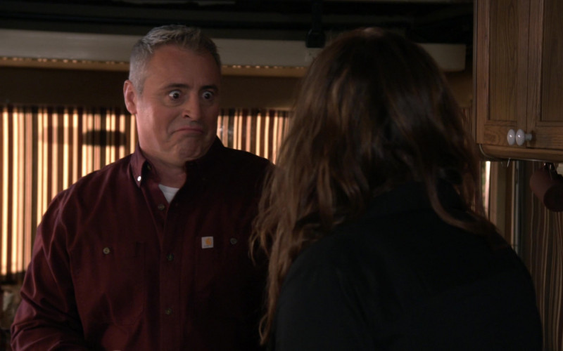 Carhartt Shirt of Matt LeBlanc as Adam Burns in Man with a Plan S04E13 (3)