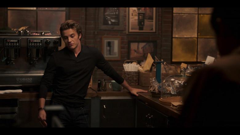 Casadio Coffee Machine in Love, Victor S01E06 Creekwood Nights (2)