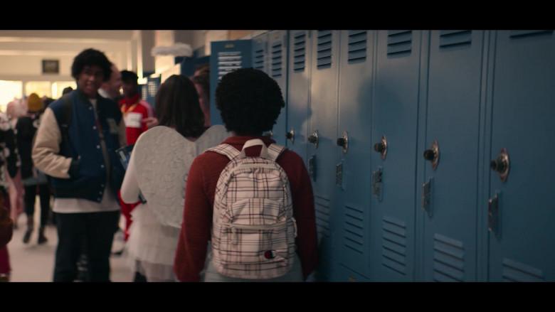 Champion Plaid Backpack of Anjelika Washington as Beth Chapel in Stargirl S01E05 Hourman and Dr. Mid-Nite (2020)