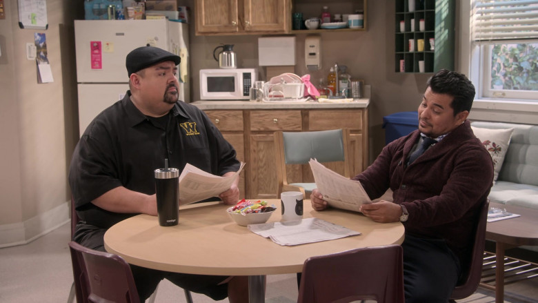 Contigo Mug of Gabriel Iglesias in Mr. Iglesias S02E03 (1)