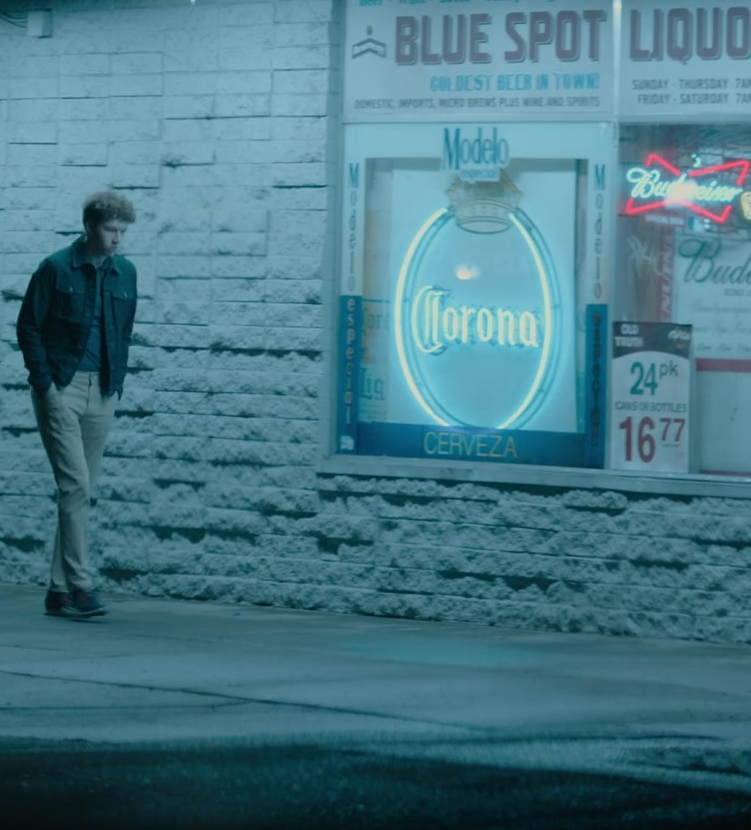 Corona, Modelo and Budweiser Beer Signs in 13 Reasons Why S04E07