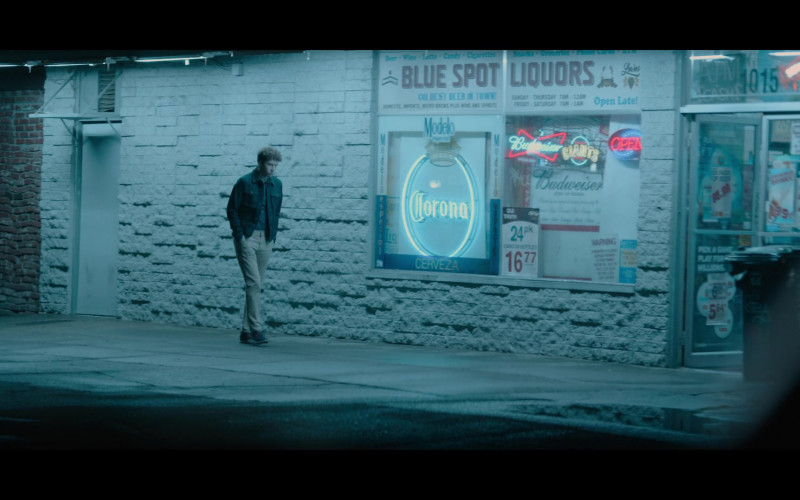 Corona and Budweiser Beer Signs in 13 Reasons Why S04E07 College Interview (2020)