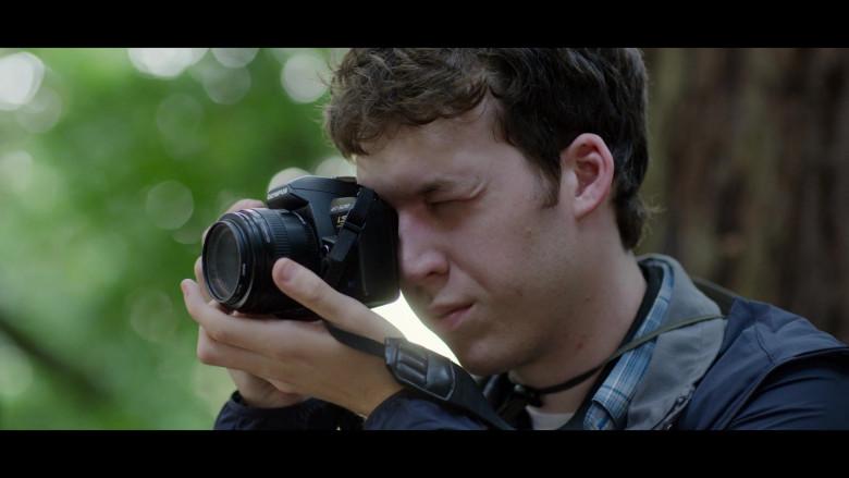 Devin Druid as Tyler Using Olympus Evolt E520 Digital SLR Camera in 13 Reasons Why S04E04 TV Show
