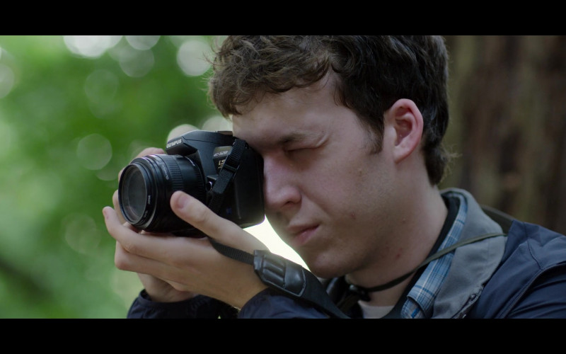 Devin Druid as Tyler Using Olympus Evolt E520 Digital SLR Camera in 13 Reasons Why S04E04 TV Show