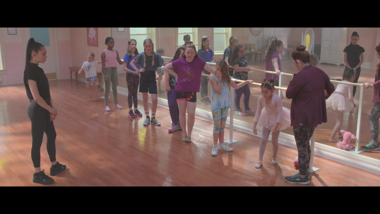 Donna Lynne Champlin Wears Skechers Flex Appeal 3.0 Shoes in Feel the Beat Movie (1)