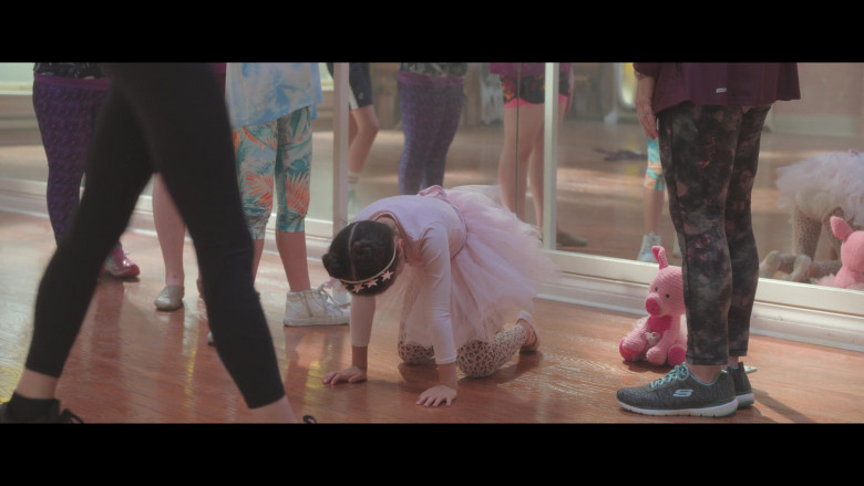 Donna Lynne Champlin Wears Skechers Flex Appeal 3.0 Shoes in Feel the Beat Movie (2)