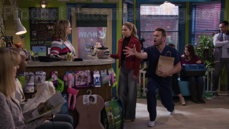 Dr. Tim's Dog Food in Fuller House S05E15 TV Show (1)