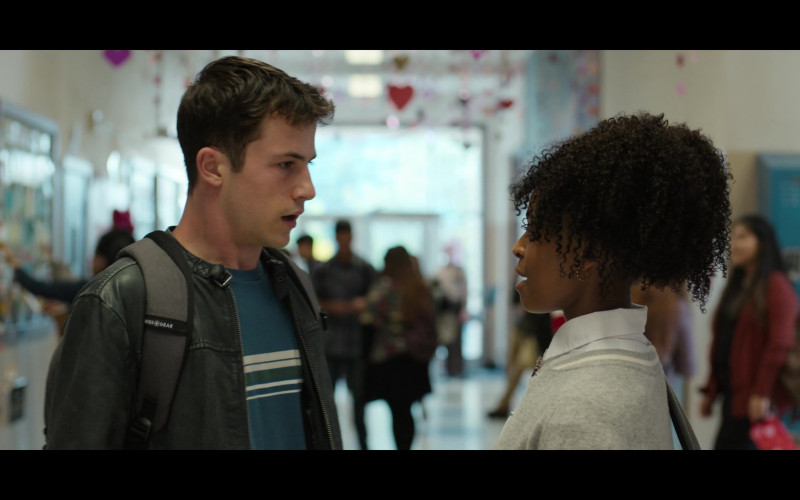 Dylan Minnette as Clay Wearing Leather Jacket and Using SwissGear Backpack in 13 Reasons Why S04E03 (1)