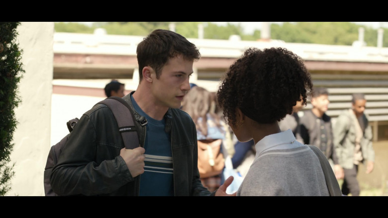 Dylan Minnette as Clay Wearing Leather Jacket and Using SwissGear Backpack in 13 Reasons Why S04E03 (2)