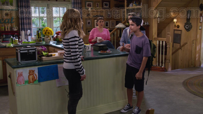 Elias Harger as Max Wearing Converse All Star Classic Shoes in Fuller House S05E14 TV Show (1)