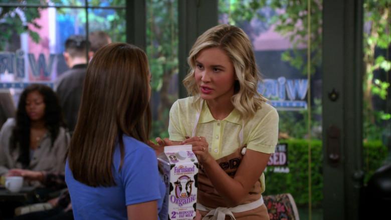 Farmland Organic 2% Reduced Fat Milk Held by Paris Berelc in Alexa & Katie S04E06 (1)