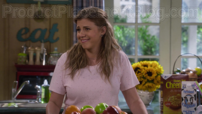 Farmland Organic Milk and General Mills Cheerios Cereal in Fuller House S05E10 (1)