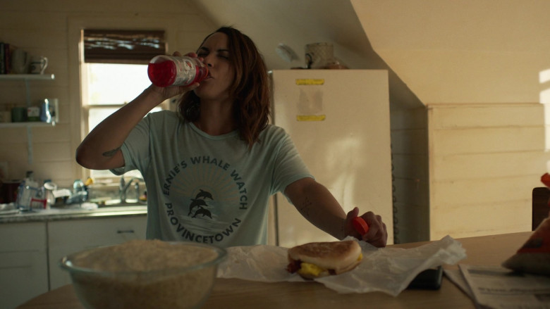 Gatorade Drink in Hightown S01E05 The Best You'll Feel All Day (2)