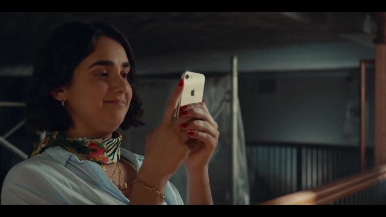 Geraldine Viswanathan Using Apple iPhone Mobile Phone in The Broken Hearts Gallery (2020) Hollywood Movie