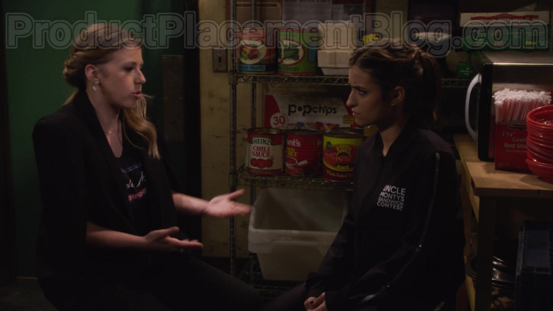 Heinz Chili Sauce & Hunt's Tomato Puree & Popchips in Fuller House S05E14 Netflix's TV Series