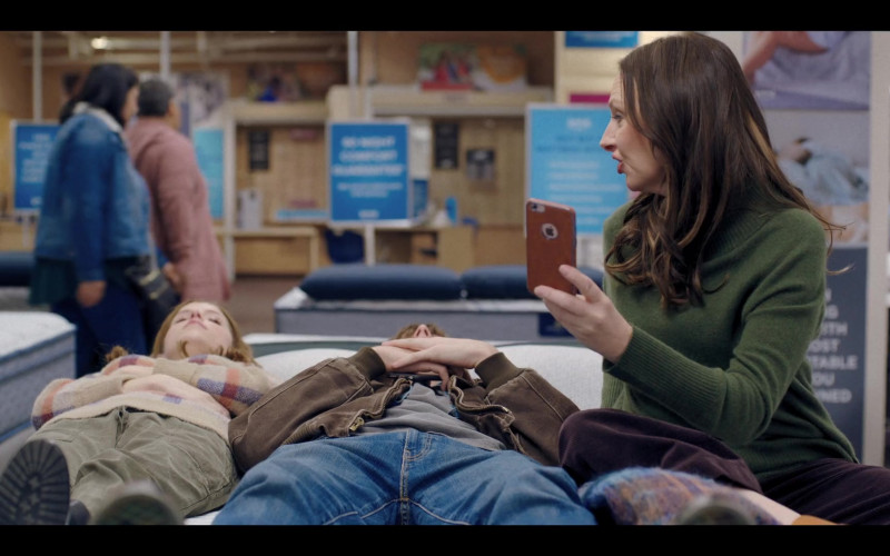 Hope Davis Using Apple iPhone Smartphone in Love Life S01E07 HBO Max TV Show (4)