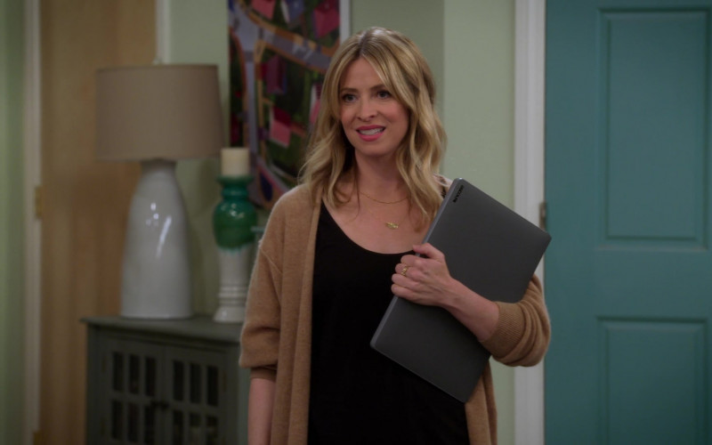 Incase Laptop Case Used by Jolie Jenkins in Alexa & Katie S04E04