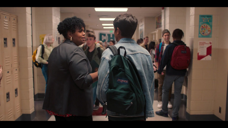 Jansport Green Backpack of Michael Cimino in Love, Victor S01E01 (1)
