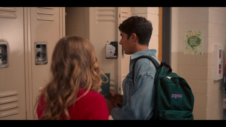 Jansport Green Backpack of Michael Cimino in Love, Victor S01E01 (2)