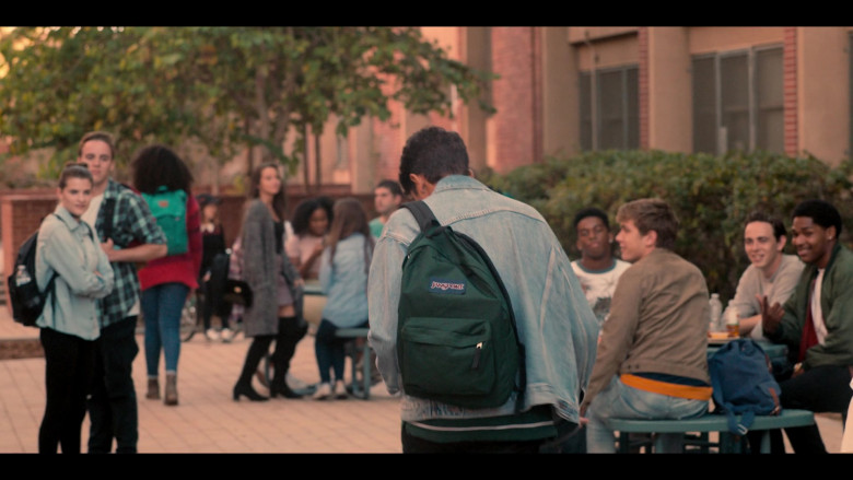 Jansport Green Backpack of Michael Cimino in Love, Victor S01E01 (4)