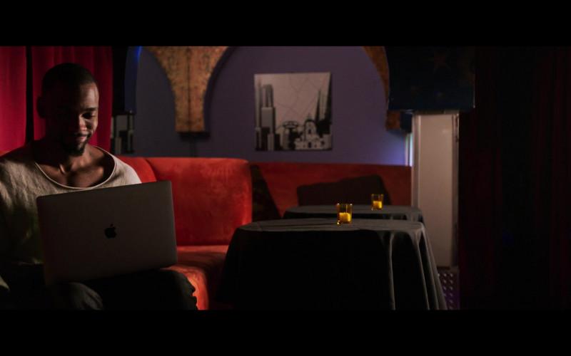 Jay Pharoah Using Apple MacBook Laptop in 2 Minutes of Fame (2020) Movie