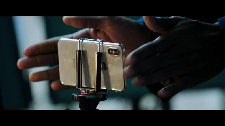 Jay Pharoah Using Apple iPhone Smartphone in 2 Minutes of Fame 2020 Comedy Movie (1)