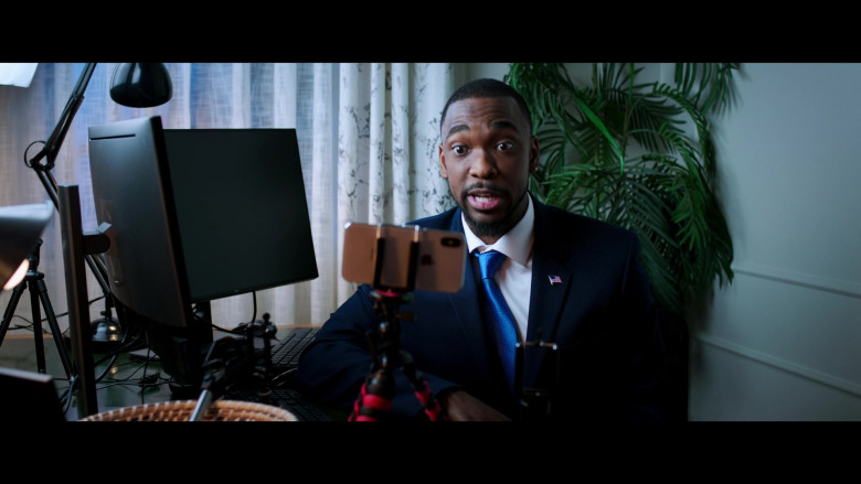 Jay Pharoah Using Apple iPhone Smartphone in 2 Minutes of Fame 2020 Comedy Movie (2)
