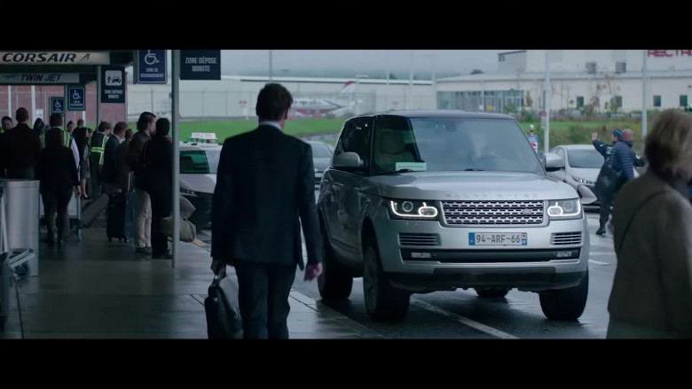 Jessica Chastain Driving Land Rover Range Rover Vogue SUV in Ava Movie (1)