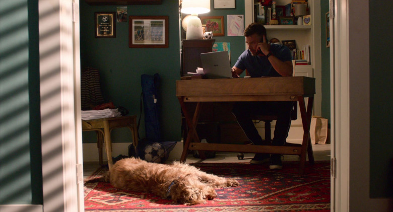 Josh Duhamel Using Asus Notebook in Think Like a Dog Movie (1)