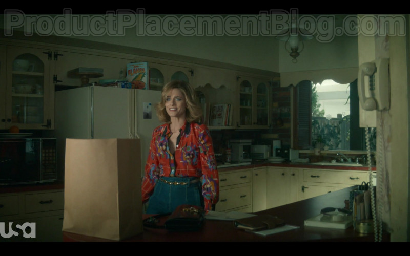 Kellogg's Flakes Breakfast Cereal in Dirty John S02E01 No Fault (2020)