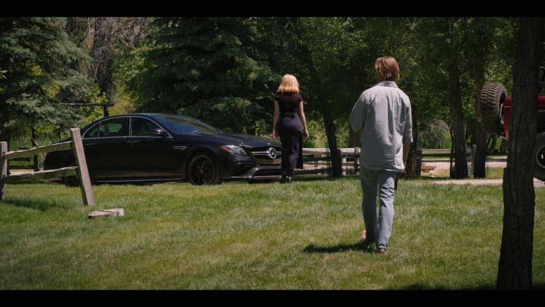 Kelly Reilly as Beth Driving Mercedes-Benz AMG E63s Black Car (3)