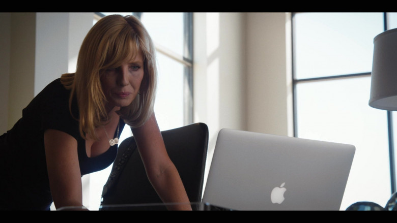Kelly Reilly as Beth Dutton Using Apple MacBook Laptop in Yellowstone S03E02 TV Show (1)