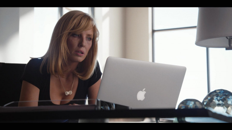 Kelly Reilly as Beth Dutton Using Apple MacBook Laptop in Yellowstone S03E02 TV Show (2)