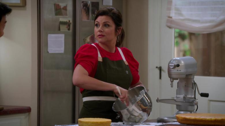KitchenAid Stand Mixer Used by Tiffani Thiessen as Lori in Alexa & Katie S04E06 (1)