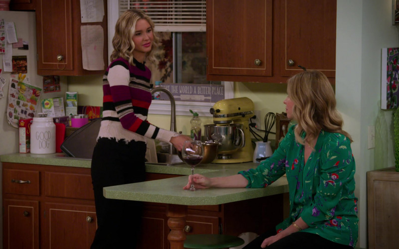 KitchenAid Stand Mixer (Yellow) in Alexa & Katie S04E03
